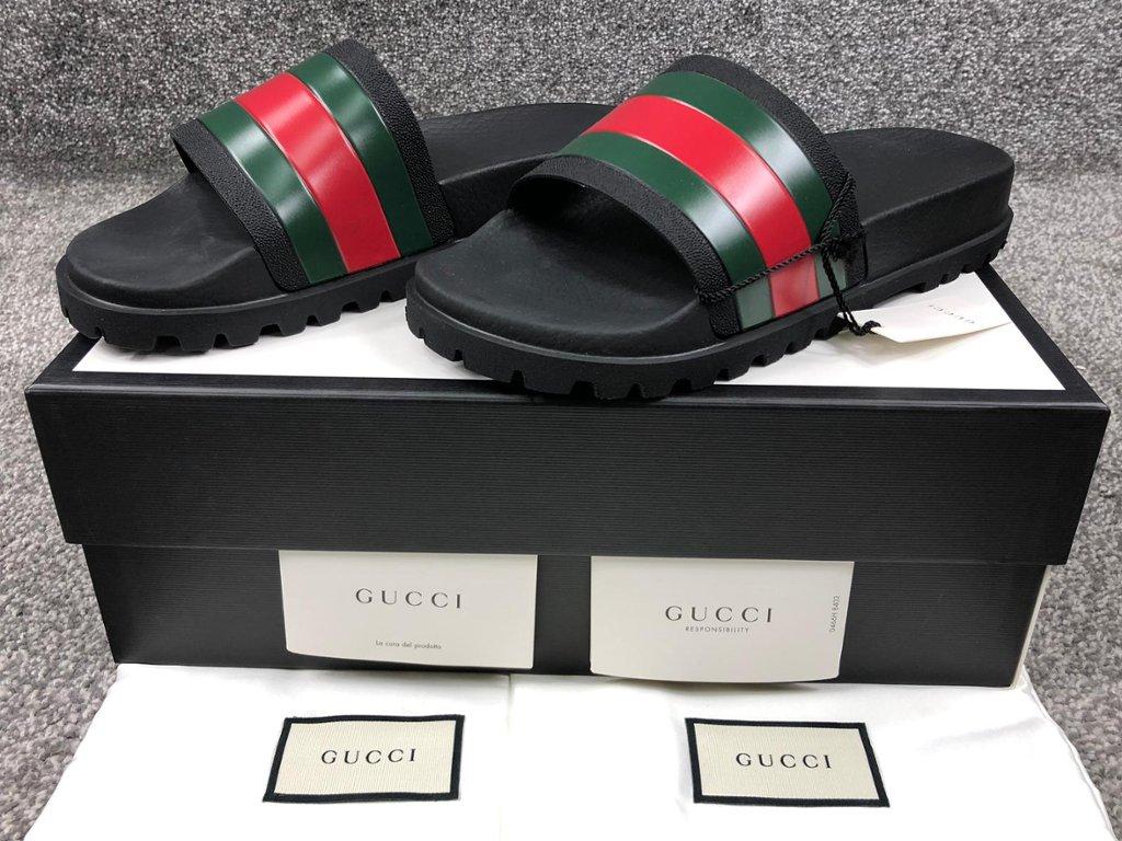 e5a7a8419f61 Lot 381 Mens Gucci Pursuit Trek Sliders (WRR)